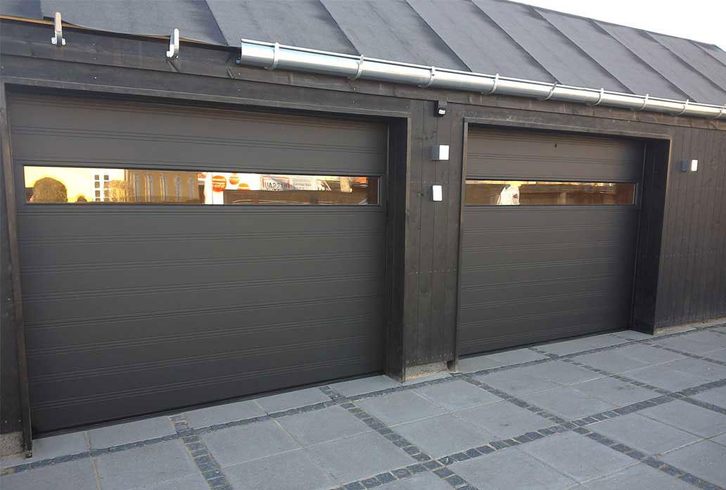 NASSAU garage door with wide window