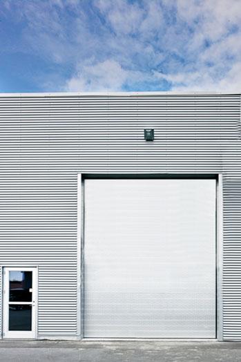 NASSAU 8000 energy saving sectional door white