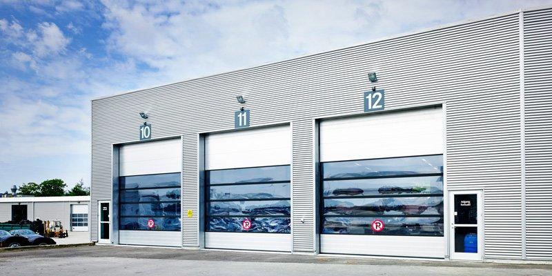NASSAU white industrial door with grey aluminum building